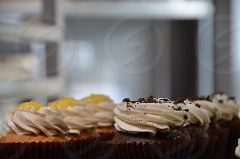 Lemon and chocolate cupcakes photo