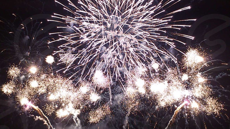 yellow and white fireworks display photo