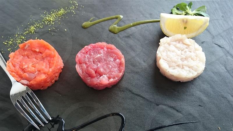 fish tartare served photo