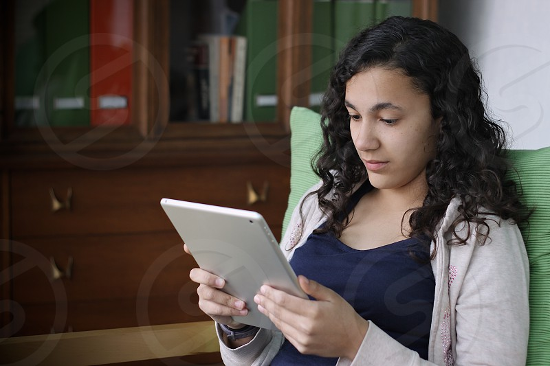 girl using tablet photo