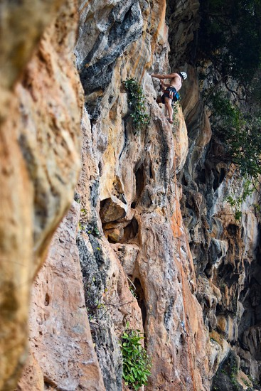 Rockclimbing in Thailand photo
