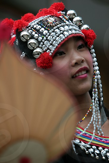 Traditionelle Taenzerinnen tanzen beim Wat Phra That Doi Suthep Tempel in Chiang Mai im Norden von Thailand.   photo
