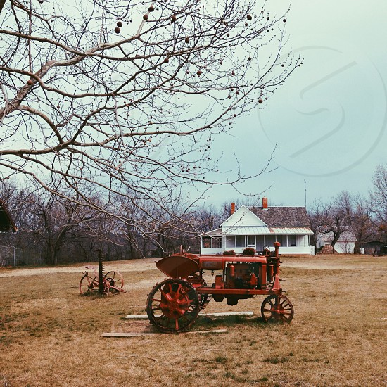 tractor and house photo photo