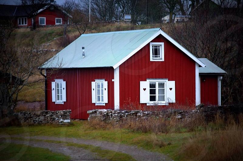 white roof and red painted house photo