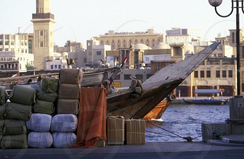 Der Hafen am Dubai Creek in Zentral Dubai in den Vereinten Arabischen Emiraten in Arabien.  (KEYSTONE/Urs Flueeler) photo