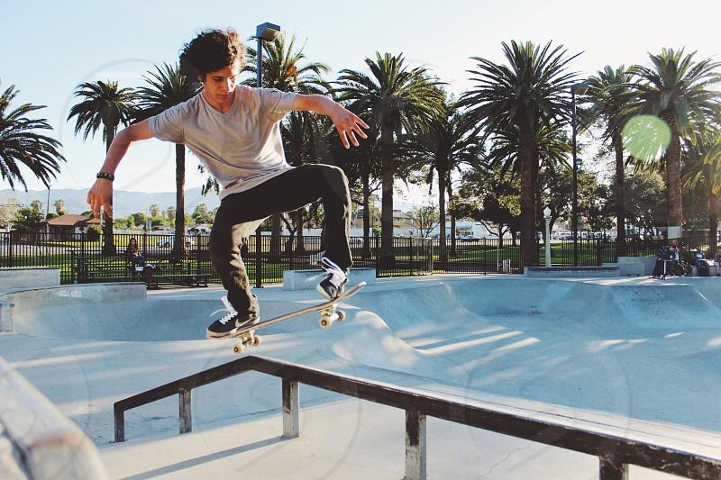 man in gray t shirt skateboarding photo