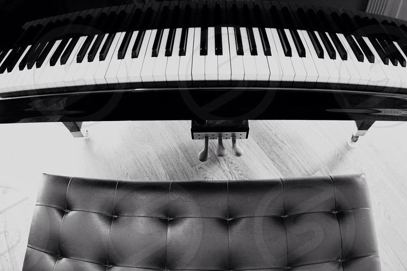 grayscale photography of grand piano photo
