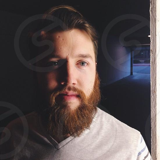 man in gray v neck shirt photo
