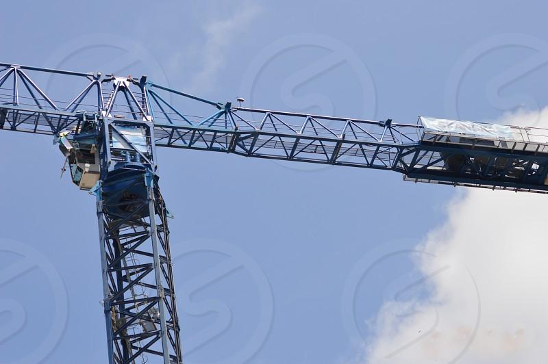 green mechanical crane photo