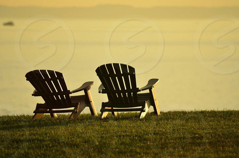 black wooden chair photo