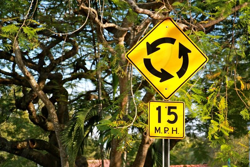 yellow and black 15 miles per hour road sign photo