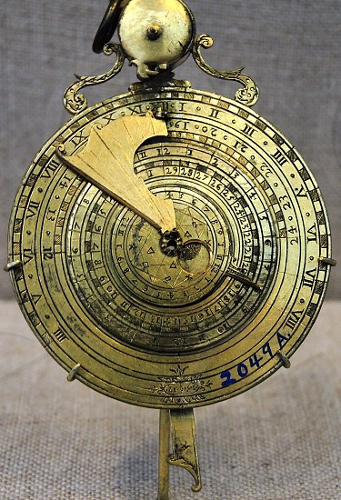 gold metal compass photo