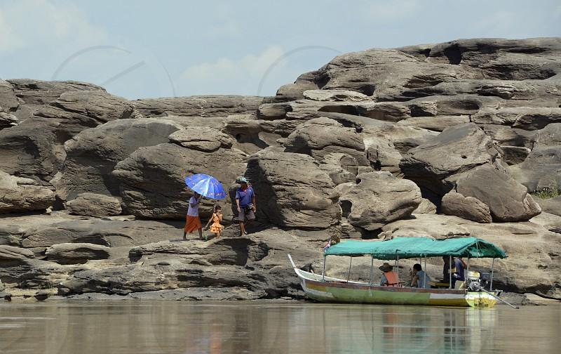 Die Steinlandschaft im Mekong River des Naturpark Sam Phan Bok bei Lakhon Pheng am Mekong River in der Provinz Amnat Charoen nordwestlich von Ubon Ratchathani im nordosten von Thailand in Suedostasien. photo