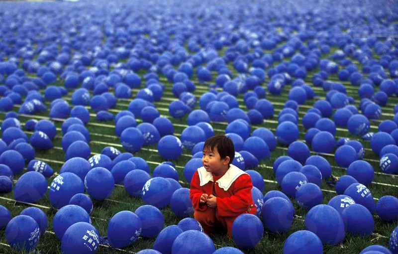 A girl poses for a pictures in the middle of  ballons in the city of Chengdu in the provinz Sichuan in centrall China. photo
