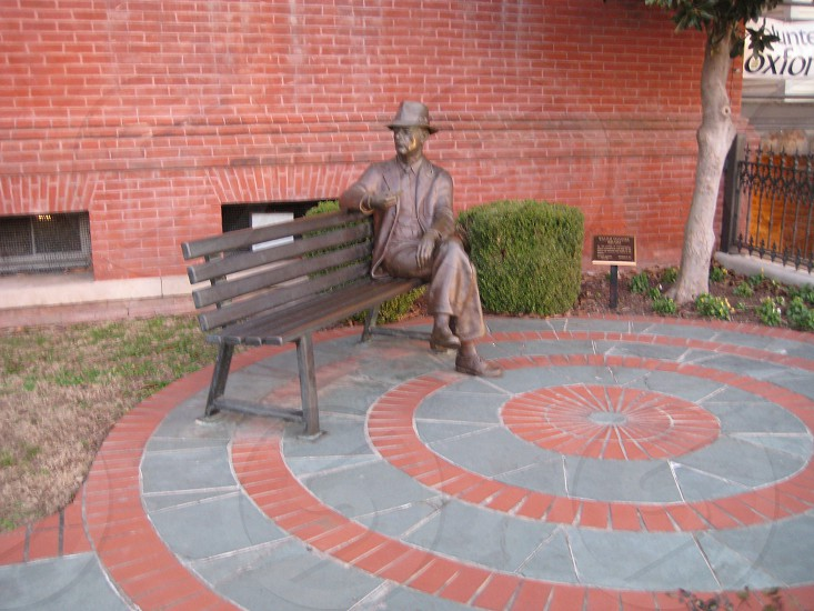 Statue of William Faulkner photo