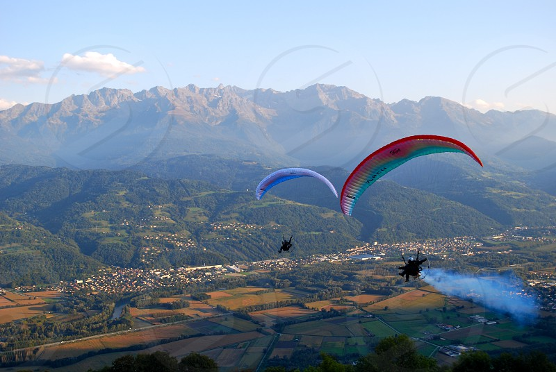 Paragliding paragliders in the mountains photo