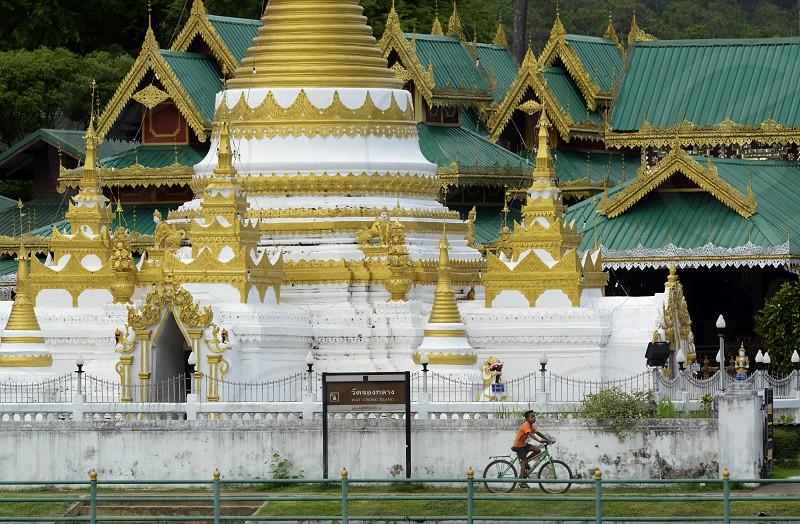 Der Tempel Wat Jong Kham und Jong Klang am See Nong Jong Kham im Dorf Mae Hong Son im norden von Thailand in Suedostasien. photo