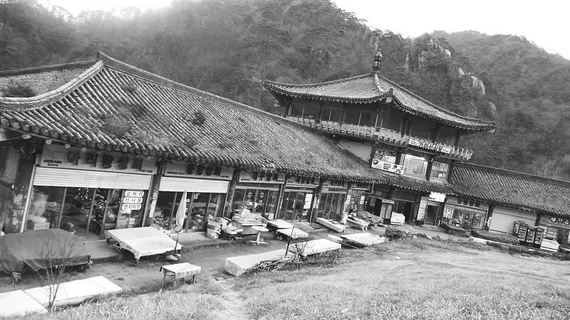 Market on the Mountian - South Korea photo