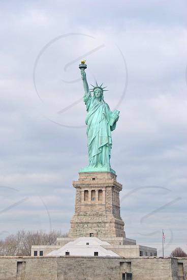 statue of liberty building photo