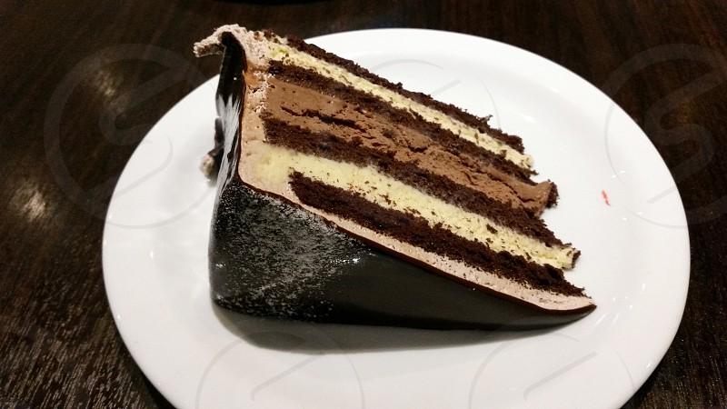 brown chocolate cake slice on white round ceramic dining plate photo