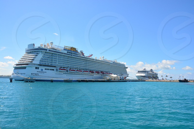 white ship photo