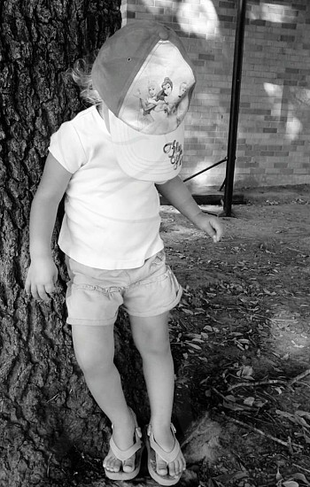 girl against the tree photo