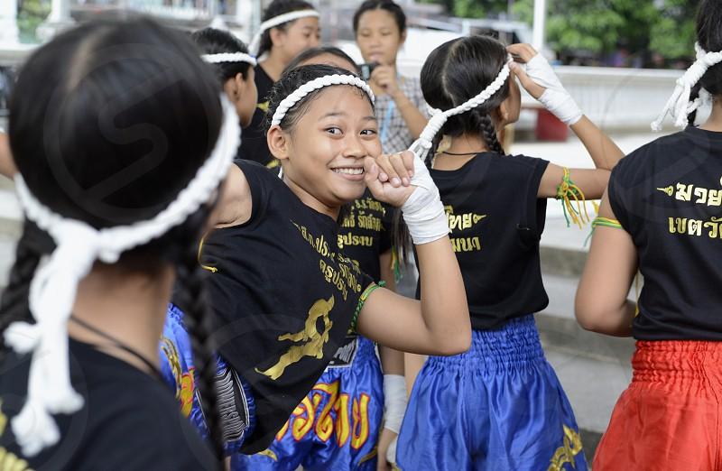 Kinder bei einer traditionellen Thai Box Show im Santichaiprakan Park am Mae Nam Chao Phraya in der Hauptstadt Bangkok von Thailand in Suedostasien. photo