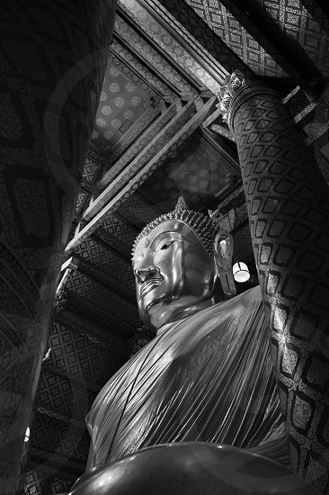 grayscale photo of statue of religious icon photo