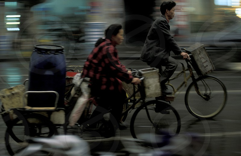 a mainroad with a bicycle in the city of Chengdu in the provinz Sichuan in centrall China. photo