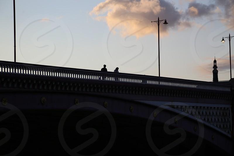 Love  bridge  London  shadow silhouettes lamp broken couple unknown loneliness  photo