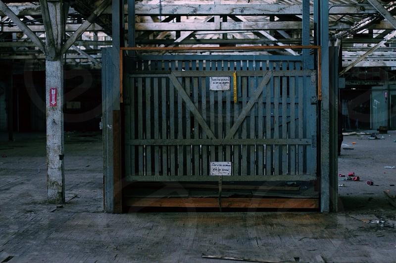 gray metal gate photo