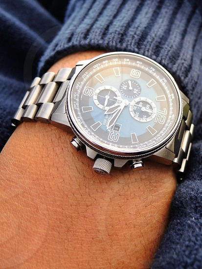 silver and black round chronograph watch photo