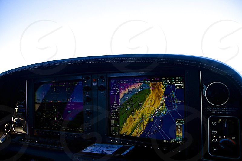 Cirrus controls photo
