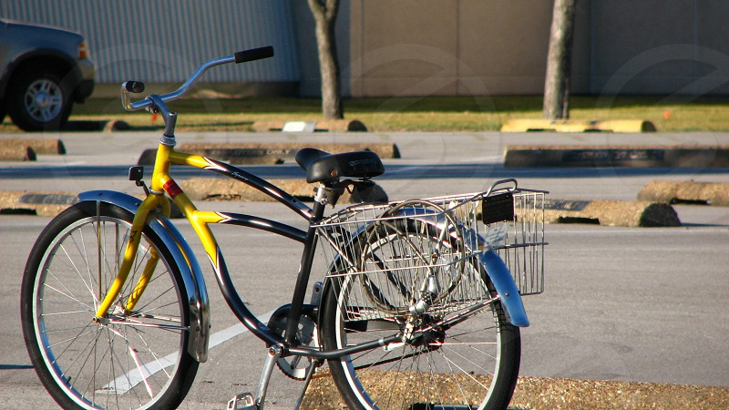 yellow and blue bicycle photo