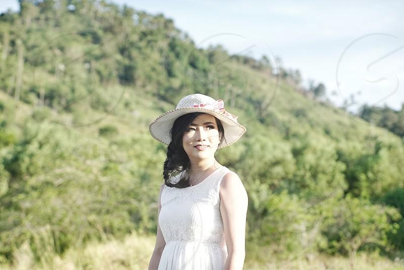 woman wearing white hat near green grass field photo