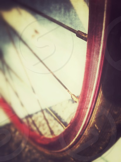 red rimmed wheel photo