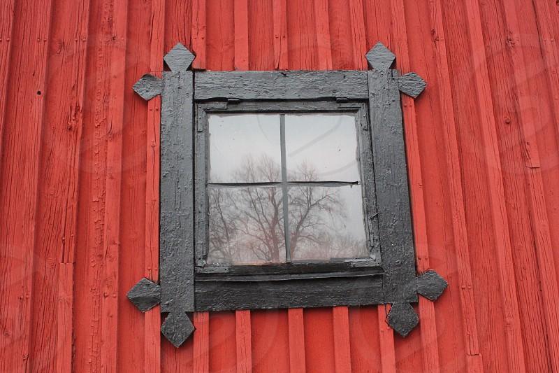 Building wood window  reflection photo