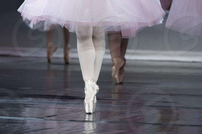 Ballerinas en pointe photo