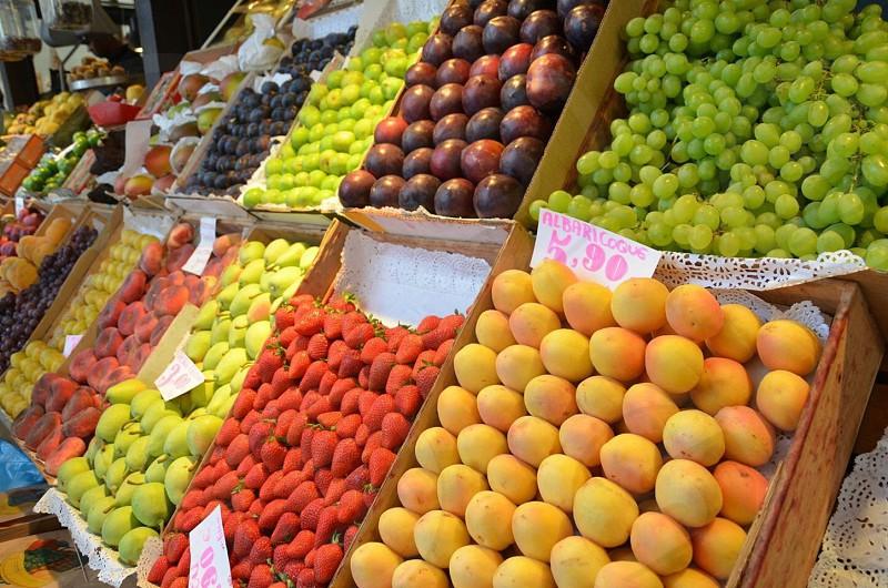 Fruit in Madrid.  photo