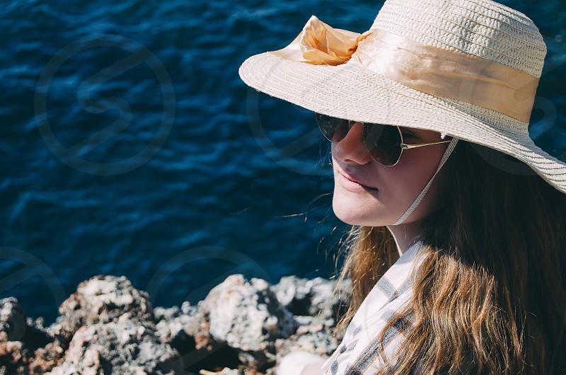 girl hat pamela sunglasses rocks sea photo