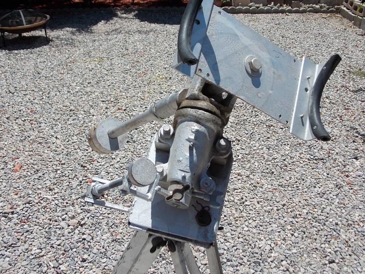 gray metal tool photo