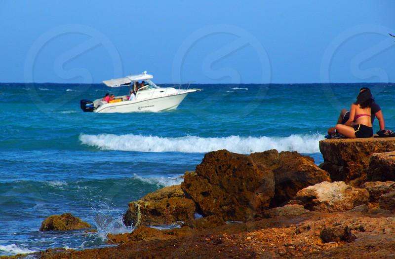 white speedboat on the sea photo