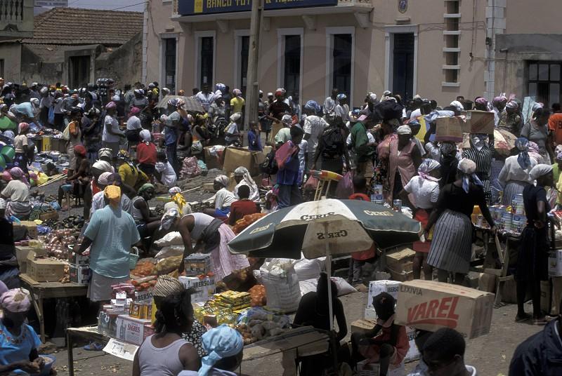 Der Hauptmarkt in der Stadt Praia auf der Insel Santiago auf der Inselgruppe der Kapverden vor Afrika  im Atlantischen Ozean. photo