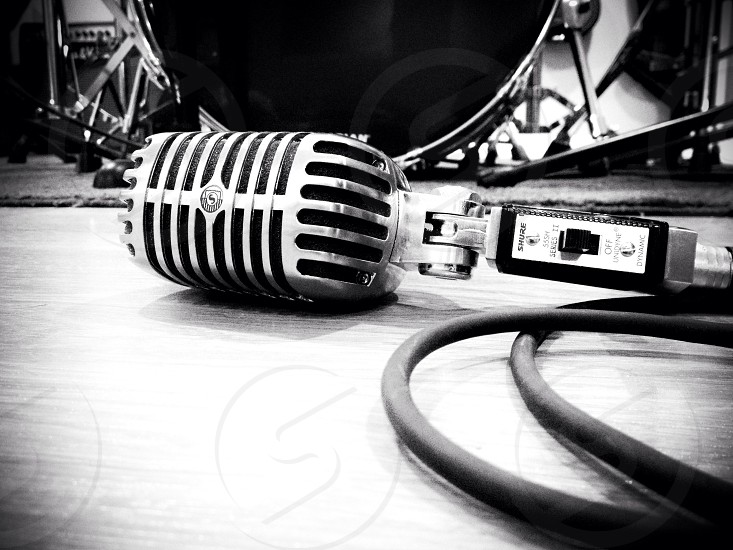 gray microphone photo
