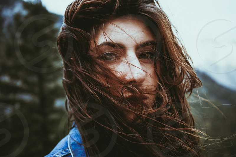 woman with brown hair photo