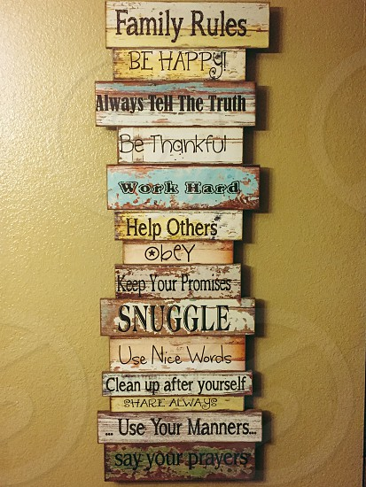 family rules be happy always tell the truth sign wall decor photo