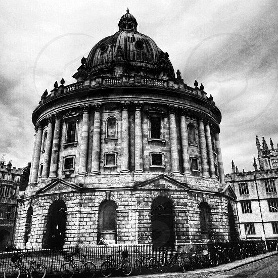 grayscale photo of University of Oxford Radcliffe building photo