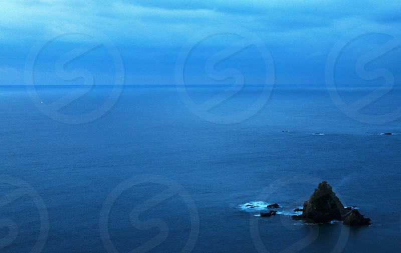 islet in the center of ocean photo