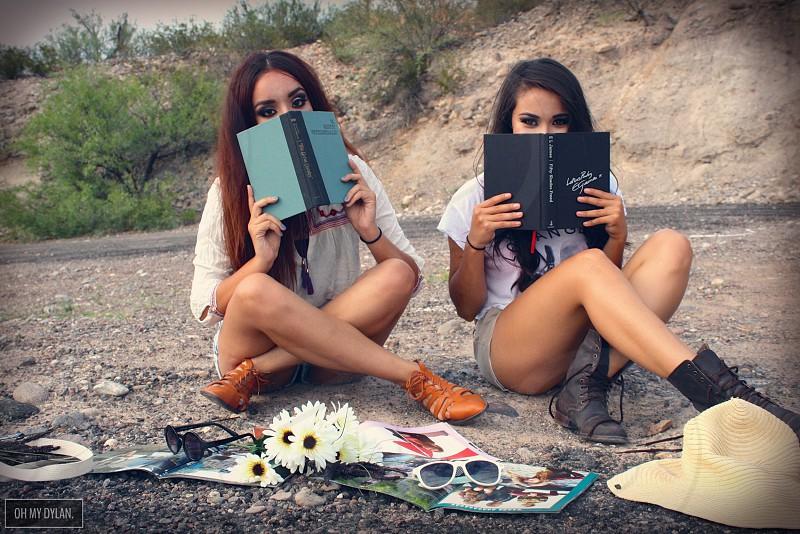 Leyendo en las afueras del pueblo  photo