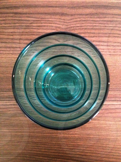glass round table decor photo